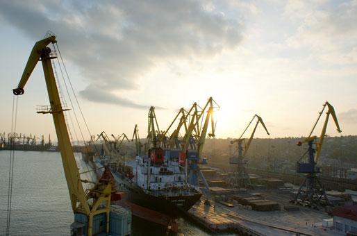 iz-za-vysokih-portovyh-sborov-ukraina-teryaet-potentsial