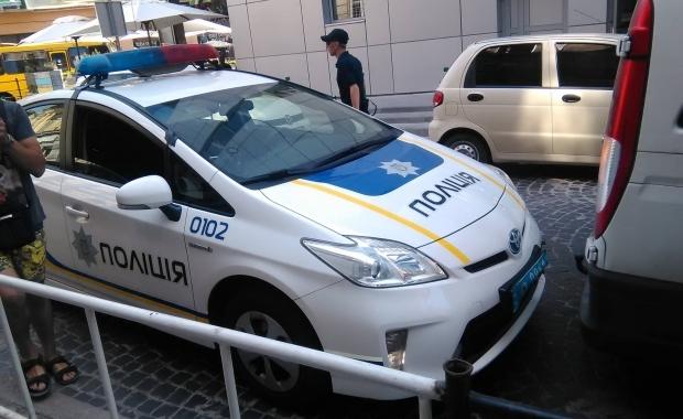 zhitele-mariupolya-analiziruyut-rabotu-politsiy