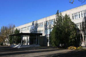 shkolniki-mariupolya-poluchat-stipendiuy